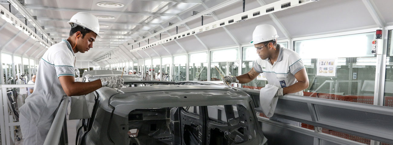 FCA workers in the production plant